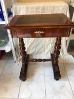 Antik varróasztal, felújított állapotban