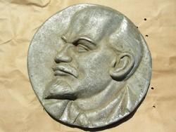 Lenin fej falra akasztható
