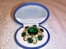 Antik , jelzett, tűz aranyozott bross, hihetetlenül csillogó zöld kövekkel