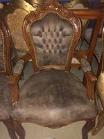 Barna szék szép faragással