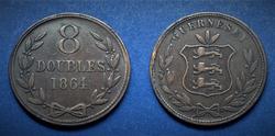 1864 Guernesey 8 Doubles érme