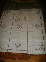Régi hímzett vászon asztalterítő, abrosz és díszpárna - 210 x 192 cm