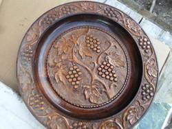 Nagy fa faragott fali tányér szőlő mintás átmérő 45 cm