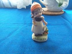 Jelzett porcelán kislány