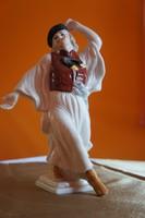 Táncoló betyár figura.