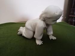 Zsolnay mászó kisfiú