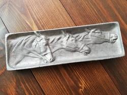 Domborműves aluminium lovas tálka 18x6cm