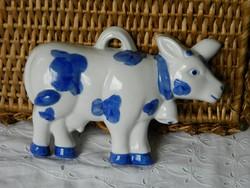 Porcelán tehén, falidísz