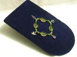 Bizsu ékszer Zöld karkötő  fityegővel