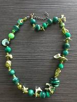 Zöld nyaklánc kagyló és gyöngyök