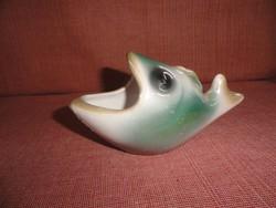 Iparművész porcelán hal formájú ékszertartó, 8 cm magas.