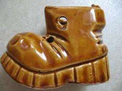 Porcelán cipő, bakancs