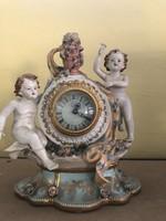 Jelzett porcelán óra angyalos