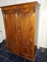 Antik ónémet akasztós ruhásszekrény