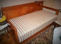 Biedermeier ágy fotelekkel