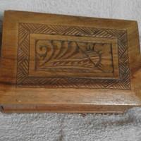 Faragott, régi fa kártyatartó doboz