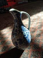 Karcsú, kék-fehér régi festett váza, filigrán aranyozott fajansz kiöntő