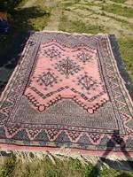 Kézi csomózású rózsaszín keleti gyapjú szőnyeg, perzsaszőnyeg hibákkal