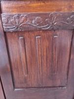 Antik faragott díszes kis szekrény ,komód, éjjeli szekrény
