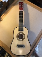 Régi kicsi gitár