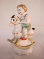 Orosz porcelán hintalovas kisfiú