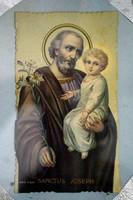 Eladó kis méretű, régi, szentkép nyomat. József karjában kis Jézussal.Üveg alatt, keret nélkül.6,5