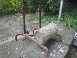 Kovácsolt vas kandalló fa tartó