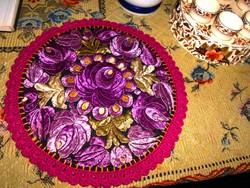 Matyó selyem hímzéssel terítő. 27 cm