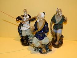Kinai kerámia figurák együtt.