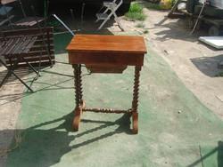 Antik, restaurálandó, asztalka