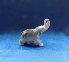 Régi porcelán elefánt figura (po-2)