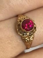 14K-os 585 jelzett arany gyűrű Rubin kővel ékítve 19mm belső  átmérő