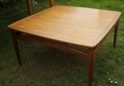 Retro teak és rózsafa kávézó asztal