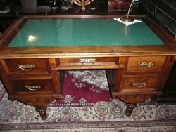 Antik, faragott kis méretű  íróasztal új gyapjú betéttel, üveg lappal - nagyon szép és stabil!