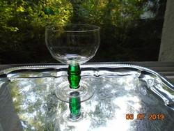Impozáns,öblös,talpas ,pohár,tömör zöld üveg szárral