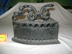 Antik öntöttvas szenes vasaló