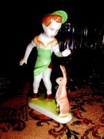 Aquincumi porcelán figura- kisfiú nyuszival