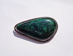 Zöld köves ezüst medál és bross