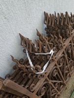 Antik,100 éves, jó állapotú kovácsoltvas korlát/kerítés elemek, 7 db ugyanolyan, 170x105, 45 kg/db