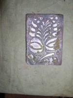 Absztrahált legyező-virág, szinezett beton sgrafito 14 x 10 cm --Lehoczky József 2018.-
