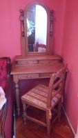 Pipereasztal kárpitozott székkel