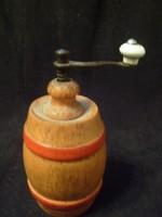 Antik Hordó Formájú ,működő bors,fűszer őrlő porcelán fogantyúval