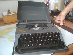 Fémkazettás írógép
