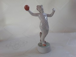 Zsolnay lány labdával  /   2607
