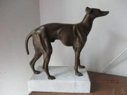 Ritka szép agár kutya/ tömör bronz/ szobor márványlapon 28 cm magas