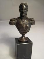 Romanov-jelzett bronz szobor