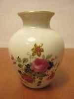 Aquincumi porcelán rózsás váza