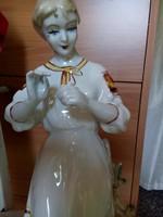 Porcelán női alak