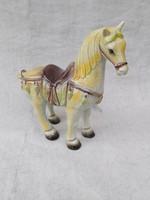 Antik keleti ló. Nagyméretű.