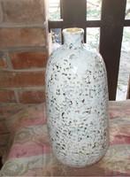 Hibátlan fehér rücskös váza